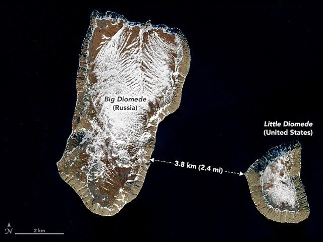 3.8 km distance between the two islands, but 20 hours time difference!