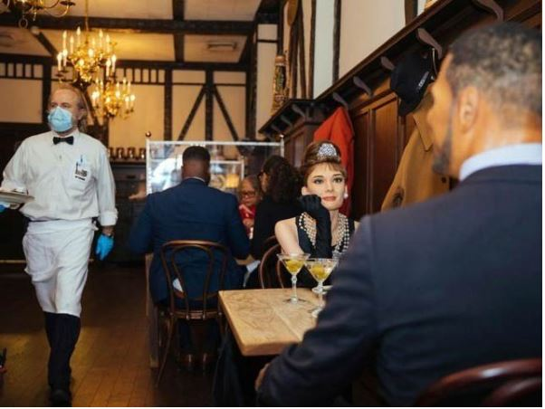 Dine with celebrity statues at this restaurant