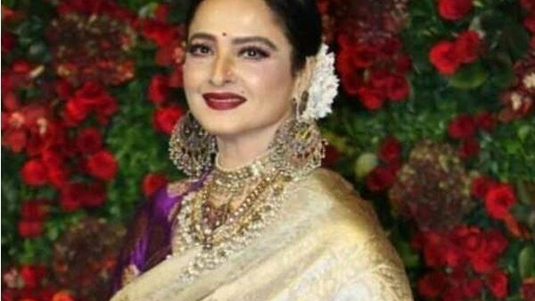 Actress Rekha's unique style to fulfill her singing passion