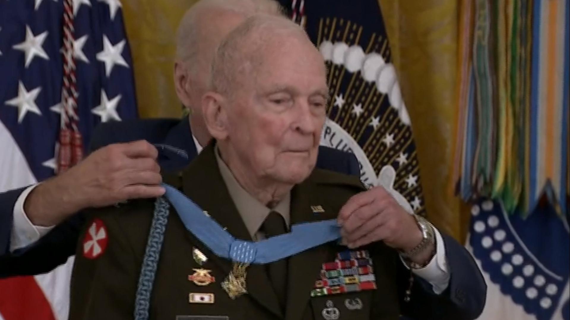 Korean war veteran receives Medal of Honor