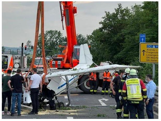 A small plane crashed on the road in Germany, killing 2 people